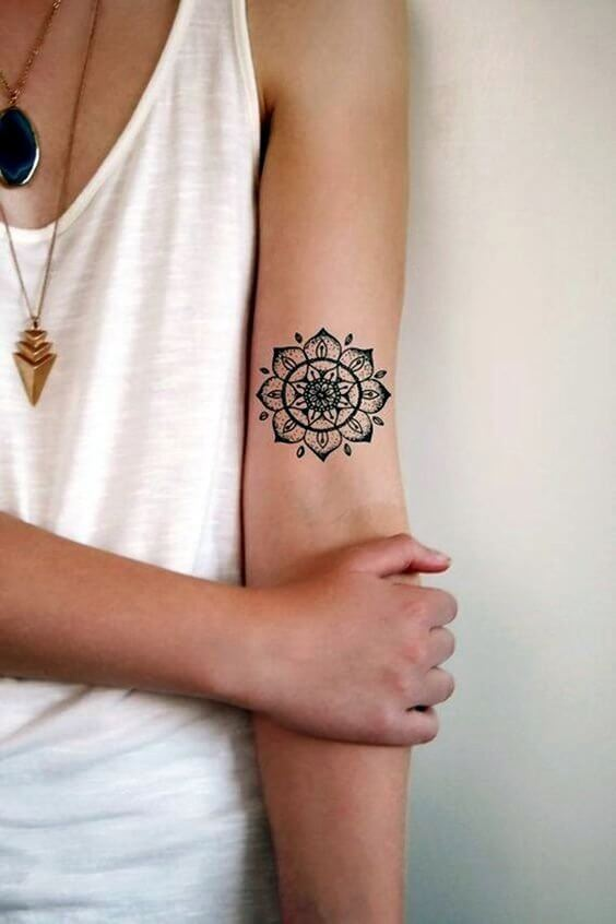 Mandala painting originally comes from India. Girls lost their minds over this kind of motifs, so it is not a surprise they want it as summer tattoo. #tattoo #minimalisttattoo