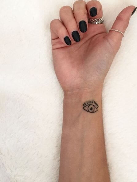 Small and minimal eye tattoo on your hand wrist would never make you look dull. #summertattoo #minitattoo #minimalisttattoo
