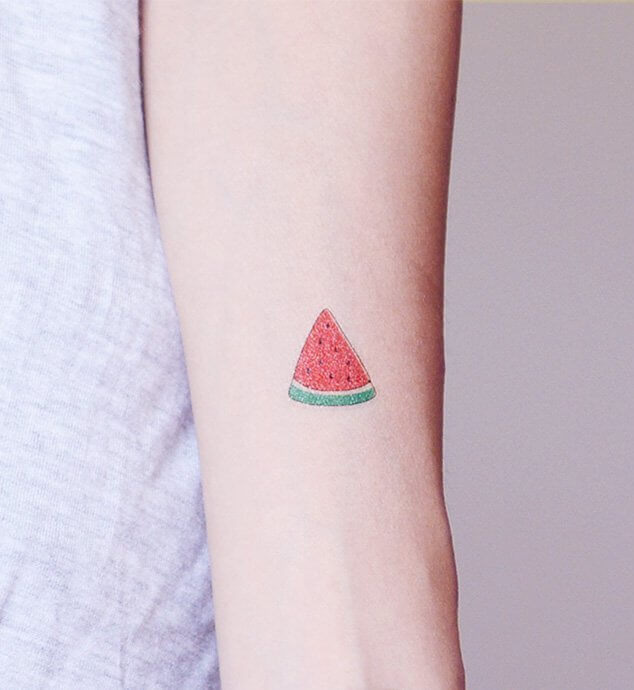 This small watermelon tattoo on your hand will always keep you smile. It is minimal but not it will not be unnoticed. #summertattoo #minitattoo #minimalisttattoo #colorfultattoo