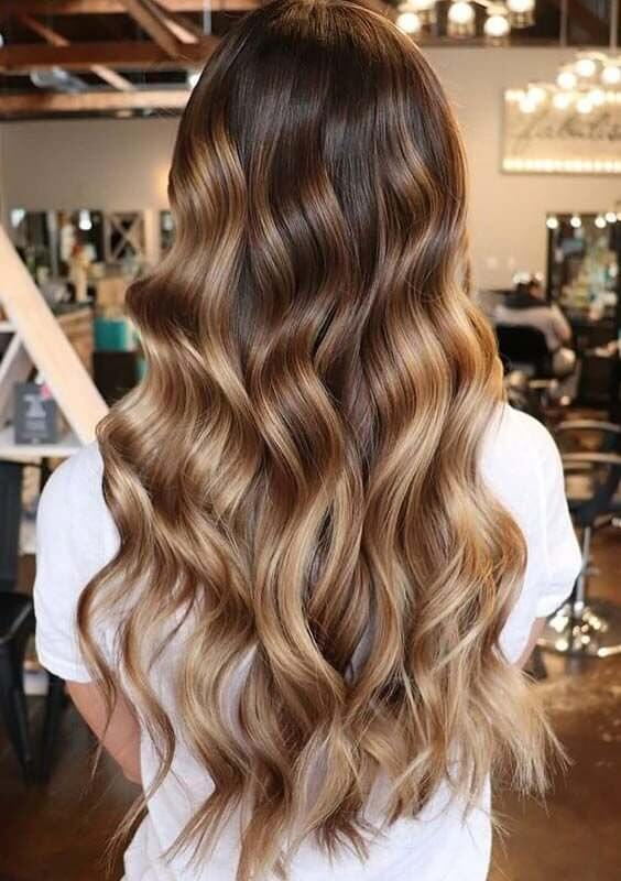 With balayage like this, your waves won't be unnoticed! #wavyhair #hairstyle