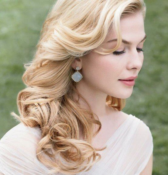 Loose curly waves appear perfect for a wedding - whether you are a bride or a bridesmaid, you will look beautiful and have retro style with this lovely haircut. #wavyhair #hairstyle