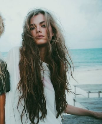 If you are a fan of the messy hair, then you should definitely try this one. It goes perfectly with your boho dress or gypsy skirt. #wavyhair #hairstyle