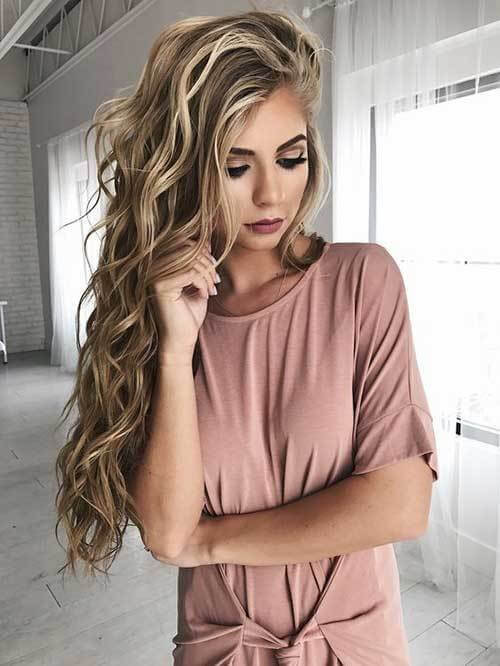 Every curl is in its right position, while one side of your hair is thrown up on the other one. This hairstyle is perfect for every occasion. #wavyhair #hairstyle