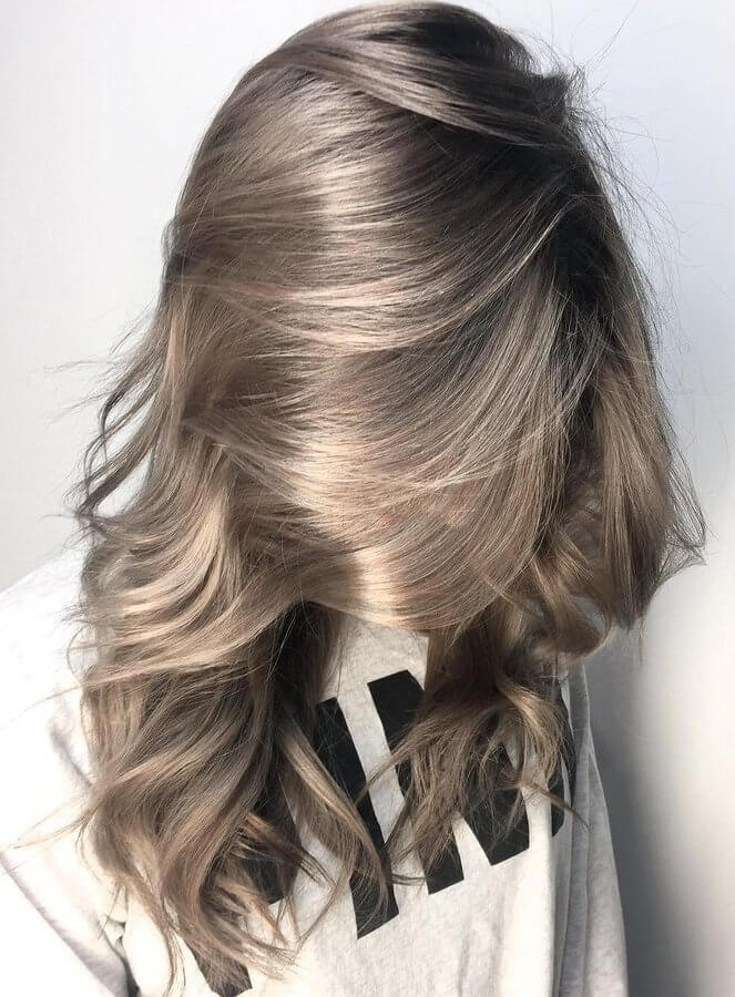 If you are a fan of darker hair colors, then check out this balayage hairstyle combined with long wavy hair. Looks perfect, right? #wavyhair #hairstyle