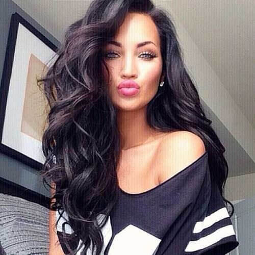 If you prefer brunettes and brown tones of your hair, don't worry. We have found this lovely wavy hairstyle that seems ideal for you if you have brown hair. #wavyhair #hairstyle