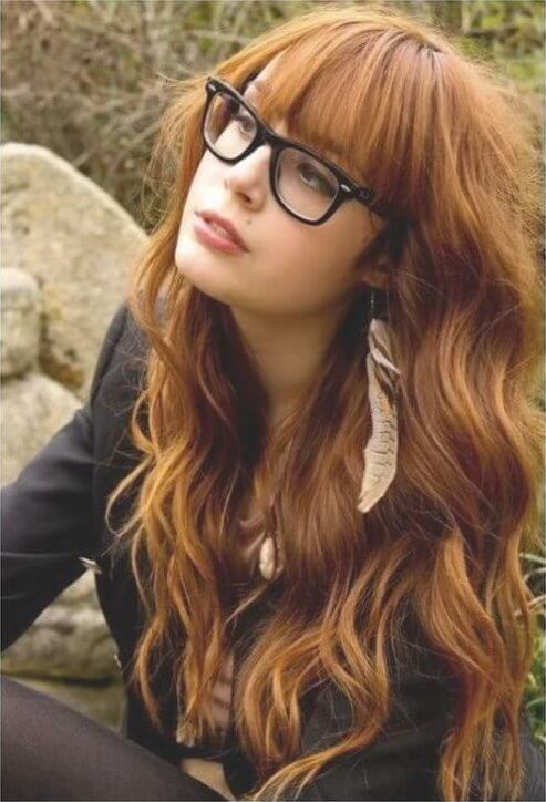 Nerdy looks combined with bangs and waves look nothing less but perfect! #wavyhair #hairstyle