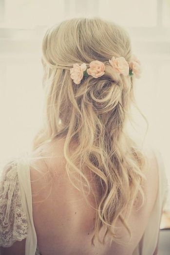 You can't ever have too many flowers in your hair! #wavyhair #hairstyle