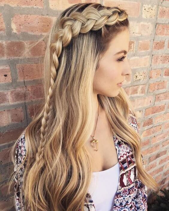 Long side braid might be a great hairstyle for dancing all night long. Choose some open space. #wavyhair #hairstyle