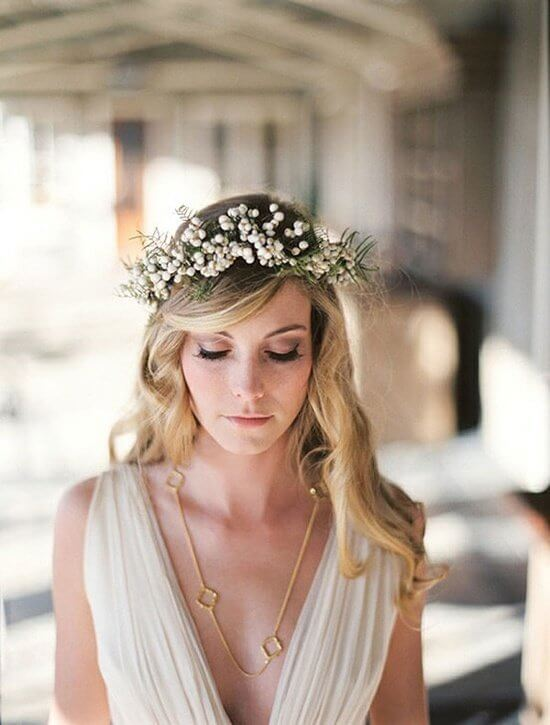 If you opt for your wedding theme to be boho and chic, then you should try this hairstyle. Fresh flowers and minimal hairstyle should be your choice for your important day. #wavyhair #hairstyle