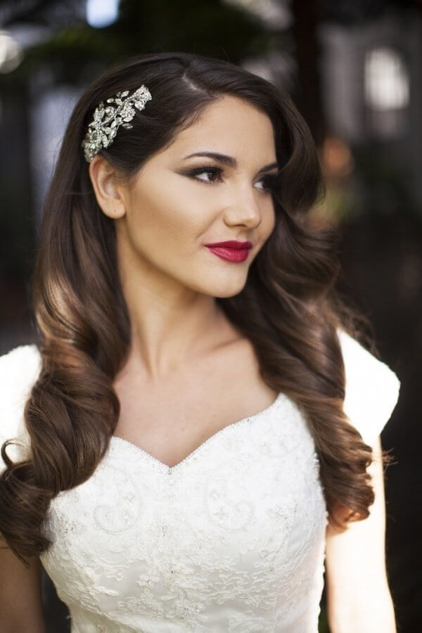Accessory on the one side of the head and loose waves are perfect for your wedding day hairstyle. #wavyhair #hairstyle