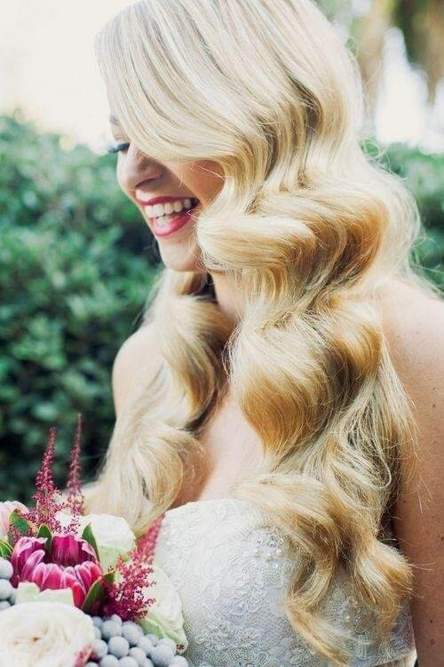 Retro long waves will definitely make you the main star of any event. Style your hair this way for your wedding day or for other sophisticated events - glamorous look will be guaranteed! #wavyhair #hairstyle