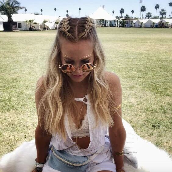 Season of music festivals is already knocking on our doors. You need to prepare - this hairstyle and this bohemian outfit will make you a central star of the festivals. #wavyhair #hairstyle