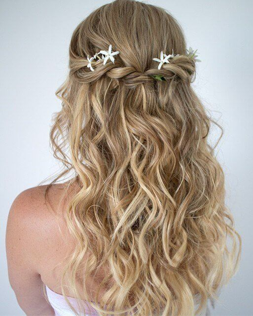 Did you ever wish to look like a mermaid? Well, now it is more than possible. Just add some cute hair embellishment like flowers, little seashells or starfish. #wavyhair #hairstyle