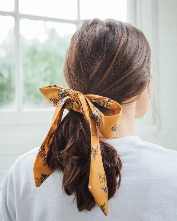One bow can change your bad hair day into a chic and romantic one! #wavyhair #hairstyle
