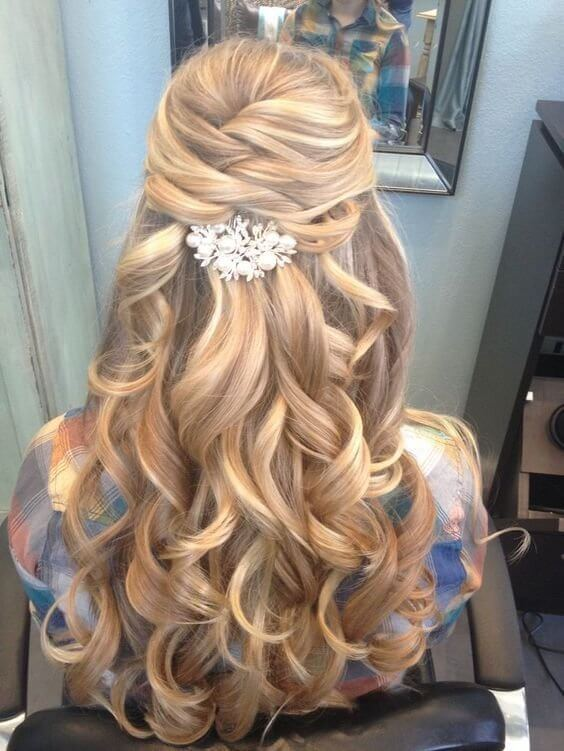 For elegant occasions, opt for super shiny hair accessories. #wavyhair #hairstyle
