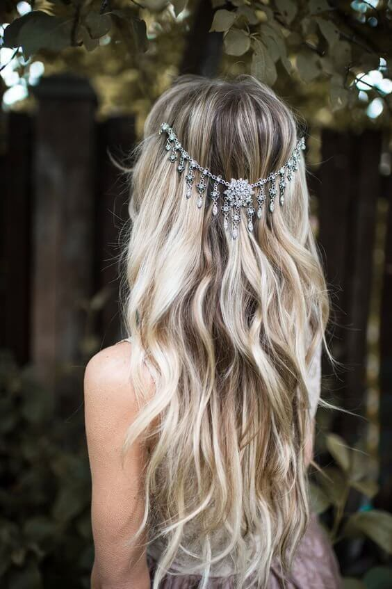 Orient inspired hair accessories are always in style! #wavyhair #hairstyle