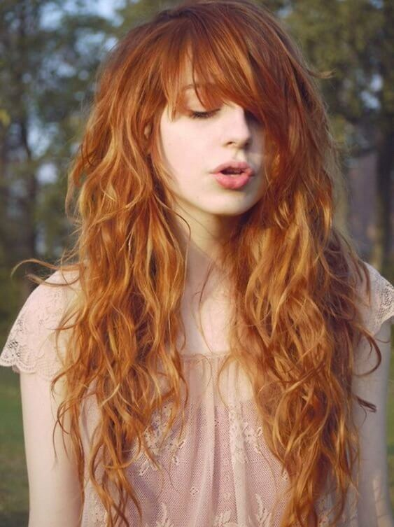 We were always looking amazed to redheads. They are definitely unique, and with long wavy hair, you will gain a lot of glances over your side. #wavyhair #hairstyle