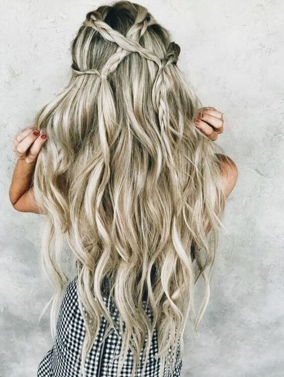 Crisscross your braids and make them like a web over your long wavy hair. #wavyhair #hairstyle