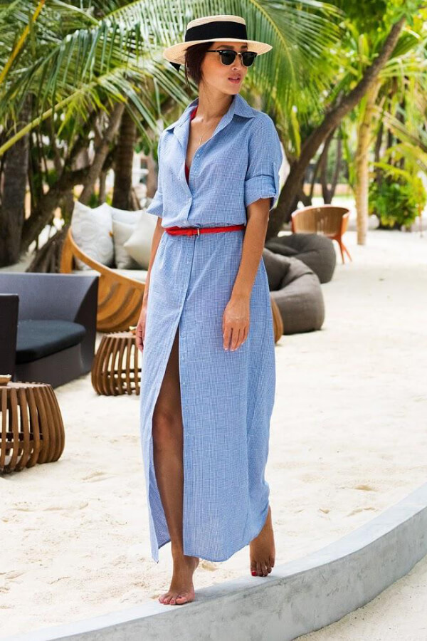 Blue shirt dress with a tiny red belt seems very comfy. It goes perfectly with bare feet and straw hat! #4thofjuly #outfits