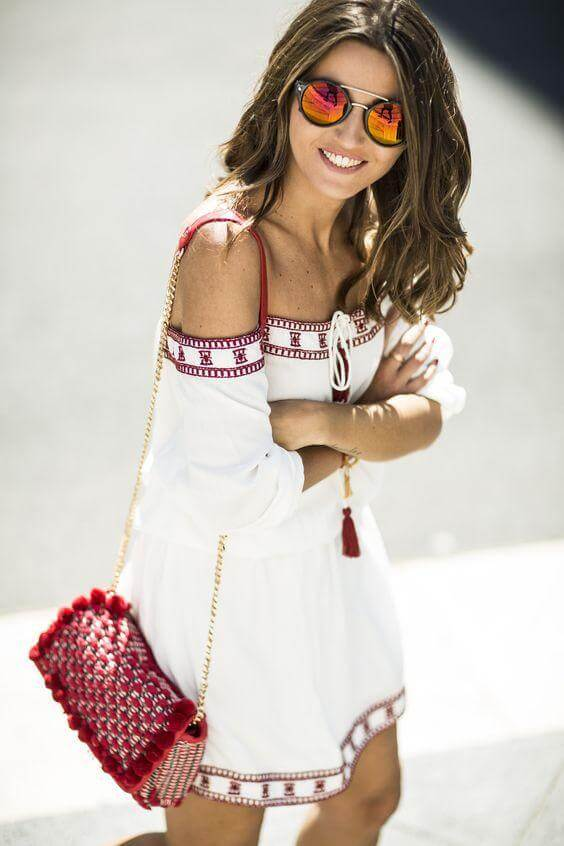 Pom-poms and Aztec motifs look perfect when mixed. White off-the-shoulder dress with embroidered details in the hems seems comfortable and ready to wear every day! #4thofjuly #outfits