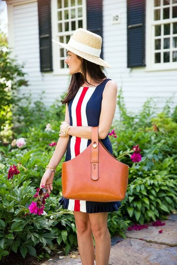 This dress looks more than beautiful! The central stripes in red and white will catch everyone's attention. #4thofjuly #outfits