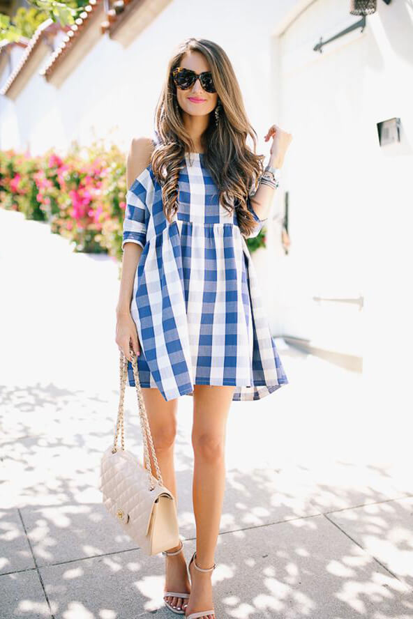 Gingham print in blue looks even better than in black! This dress is fabulous for the Fourth of July celebration - whether it is a garden, pool party or just a family gathering. #4thofjuly #outfits