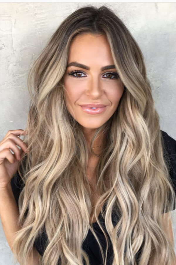This beige bronde look is pure summer hair goals!