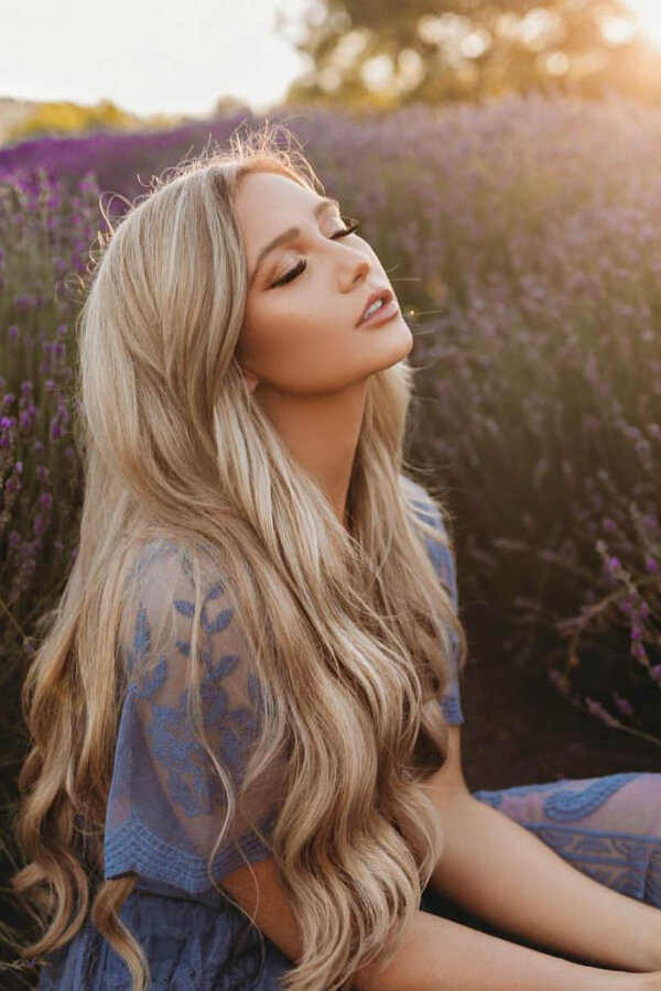 Take in the sun in your gorgeous blonde beachy waves!