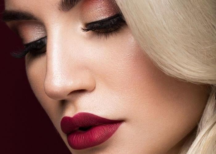 Classic red lipstick? It's more than perfect for winter holidays!