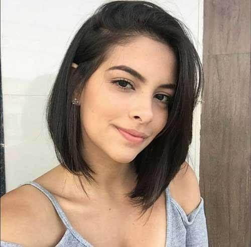 Short bob in combination with black hair looks pretty amazing. Somehow you can always count on this kind of hairstyle. #haircolor #warmblackhair