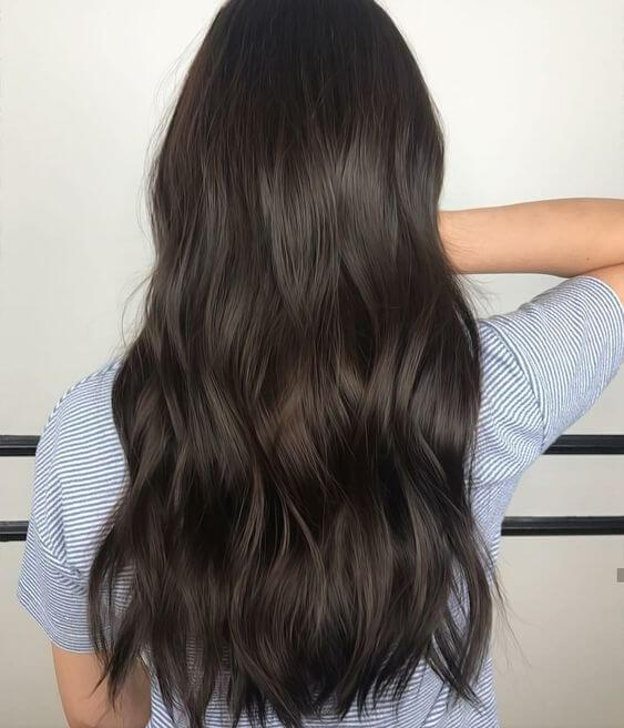 Long warm hair is not only looking beautiful, but it is also simpler for maintenance. #haircolor #warmblackhair