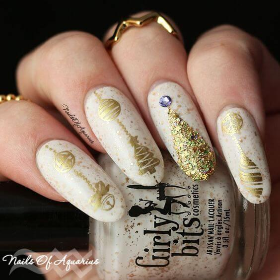 Those nails will be on point! Christmas design on each finger will make your nails eye-catching and very interesting. #winternails #naildesign