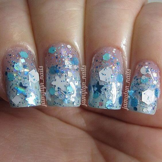 Ombre technique on your nails in combination with different details look precisely like this. It is perfect for Christmas time. #winternails #naildesign