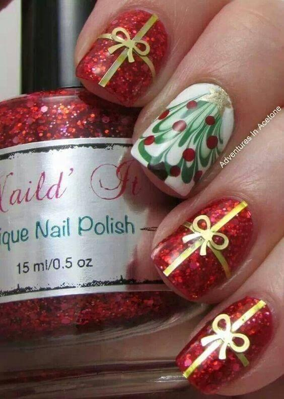 Combination of gold and red is not only fancy in fashion, but on your nails as well. #winternails #naildesign