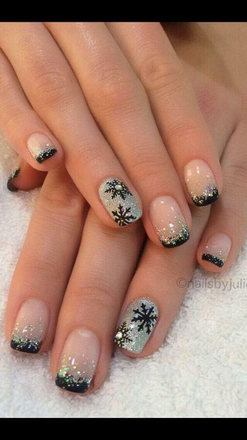 Combination of sparkly nail polish and black details on is perfect and very stylish. Even if your nails shine, you can be sure they are not overdone. #winternails #naildesign