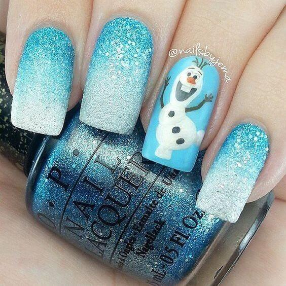 For all Frozen fans, there is this lovely blue manicure with a snowman on the ring finger. Shiny nails will match with the outdoors. #winternails #naildesign