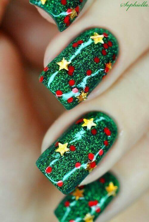 This might be the best way to revive the Christmas tree on your nails. Cover your nails in green sparkly nail polish and add red berry details along with gold stars. #winternails #naildesign