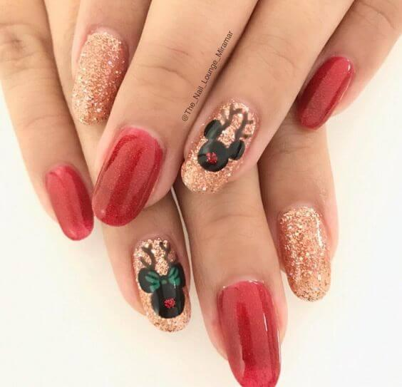 Disney heroes on your nails will probably remind you of childhood. They are decorated in Christmas spirit, with antlers and sparkly noses. #winternails #naildesign