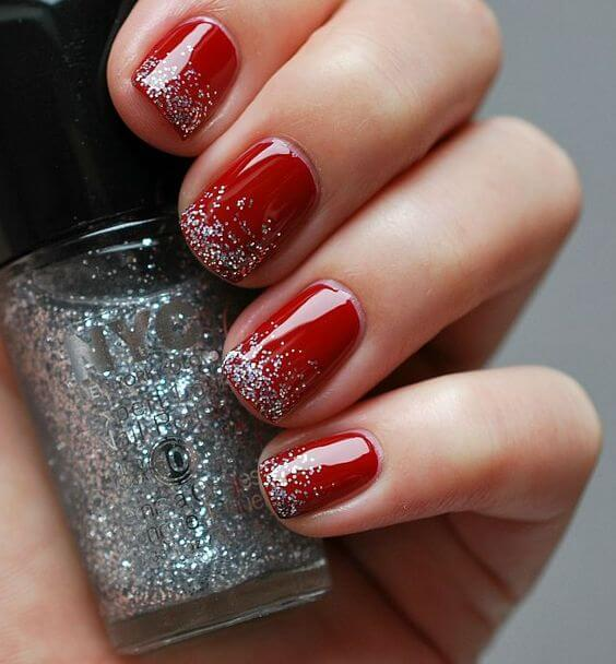 Red on your nails is the impeccable choice for any season. However, adding sparkly nail polish adds more holiday spirit. #winternails #naildesign