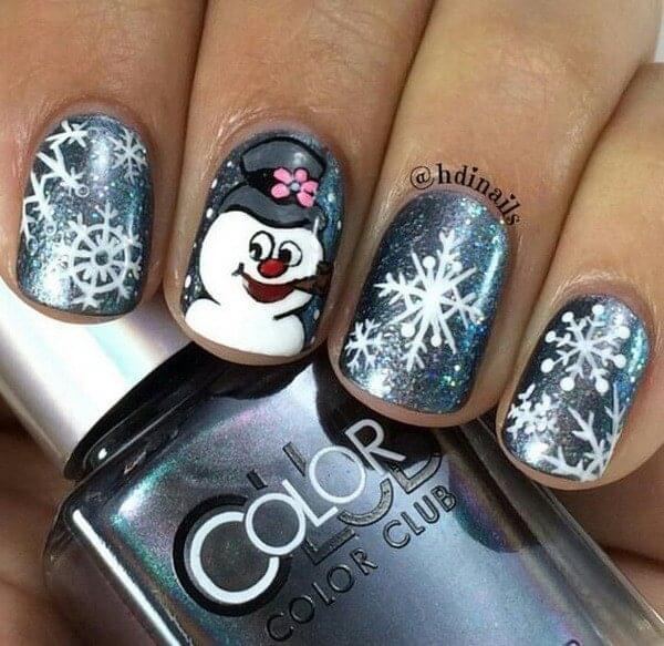 Frosty snowman on the middle finger and the metallic nail polish will undoubtedly get you a lot of likes on Instagram. #winternails #naildesign
