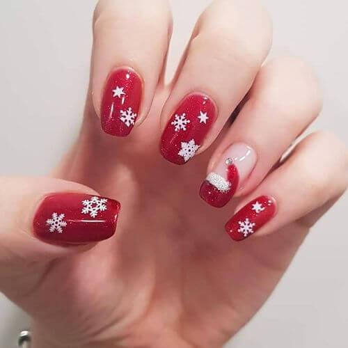 You thought we had forgotten Santa Clause? No, we didn't - here it is on the ring finger. #winternails #naildesign