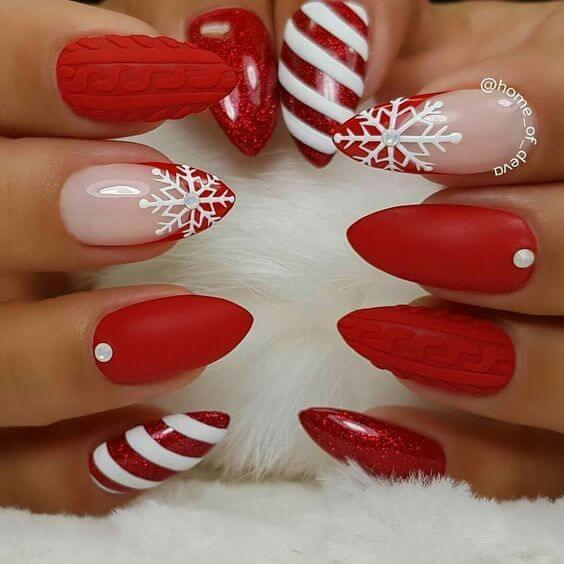 Almond shaped nails with red nail polish will perfectly fit into any Christmas outfit you plan to wear for lunch or dinner with your friends and family. #winternails #naildesign