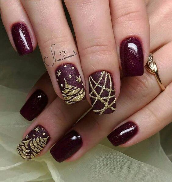 Burgundy and gold are two combinations that will leave you and everyone around without breath. This manicure looks pretty and sophisticated. #winternails #naildesign