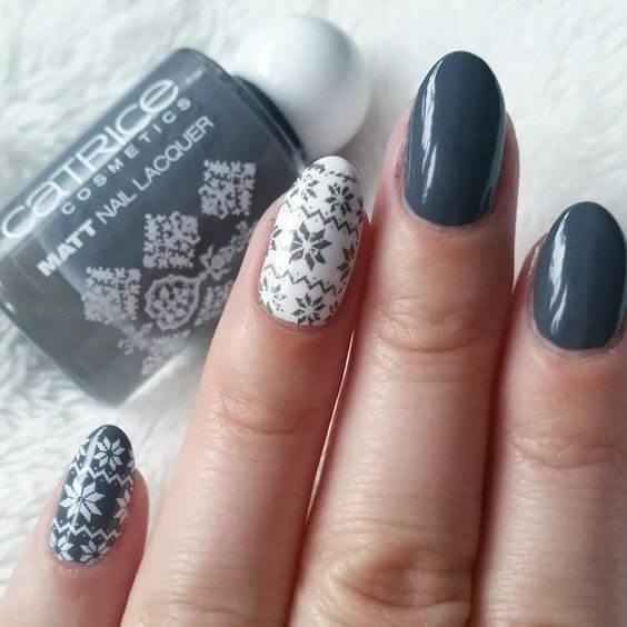 If you are a fan of winter minimalism, this manicure is the right choice for you. We love it! #winternails #naildesign
