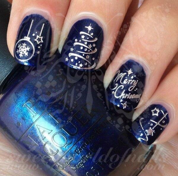 Dark blue and silver is the perfect combination to wear not only for your holiday dinners but also on your nails. Don't hesitate to write a message like Merry Christmas. #winternails #naildesign