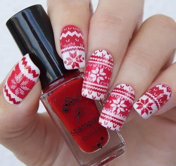 Aztek design is typical for winter holiday months. It is usually seen on clothes, but why don't you map it on your nails? #winternails #naildesign