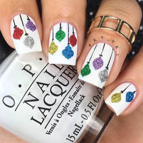 Having colorful Christmas lights on your nails can seem nothing less than perfect! #winternails #naildesign