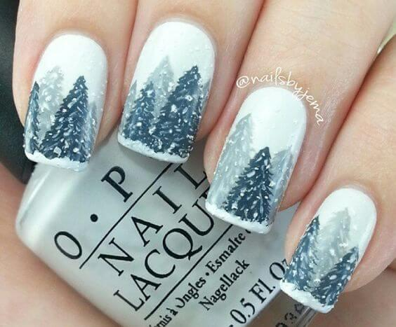 Revive the perfect winter idyll on your nails with this lovely grey nail polish. #winternails #naildesign