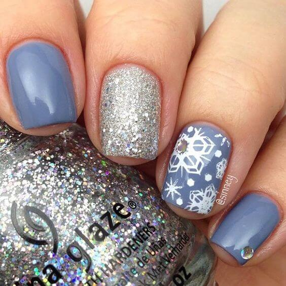It is always a good idea to go with sparkle and matte combination. That contrast will make your nails very exciting and modern. #winternails #naildesign