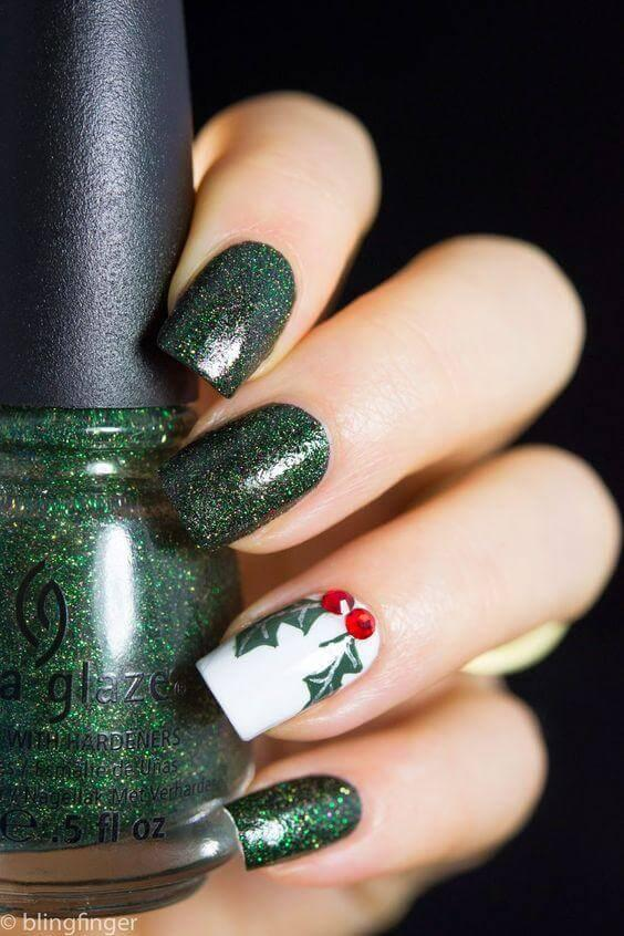 You can always rely on dark green nail polish color in winter. Keep those bright shades for spring and summer. #winternails #naildesign
